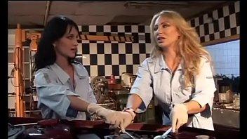 La Benzinaia Ha Fatto Il Pieno - (Full porn movie)