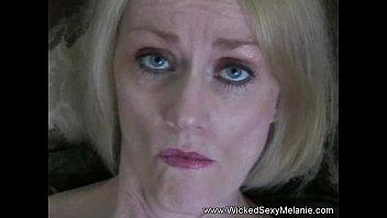 Брюнеточка давно не ебалась, и вот наконец то ей предоставился случай трахнутся с другом сына