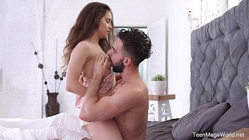 X-Angels.com - Mickey Moor - Babe lavora sul cazzo per lo sperma fresco