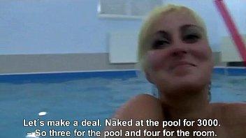 Красивая блондиночка принимает сперму подборка