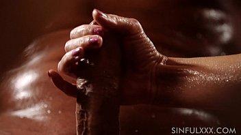 มือวางอันดับหนึ่งรูดกระดอเก่งสุดๆ ดุ้นใหญ่น้องก็ทาน้ำมันรูดถอกจนน้ำแตกคามือ