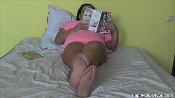 Jennifer barefoot footplay