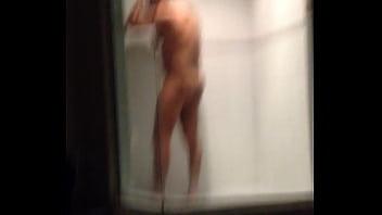 Militar bañandose después de que me lo cogí