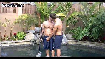 Fodendo na piscina com o gay passivo
