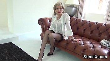 Unfaithful uk milf gill ellis showcases her huge tits