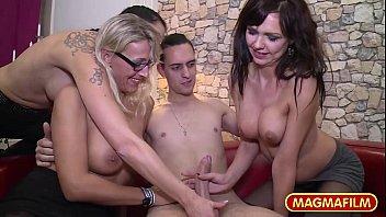 Порно мамаша с тремя