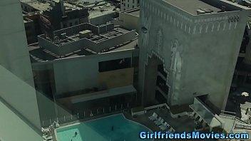 Пара занимается сексом на камеру