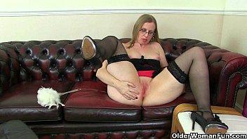 British milf Sammie pushes a butt plug up her ass