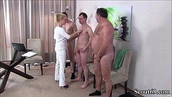 Deutsche MILF Krankenschwester fickt Typen bei der mom pattern
