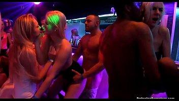 vids Big ass brunette rides thick dildo on webcam
