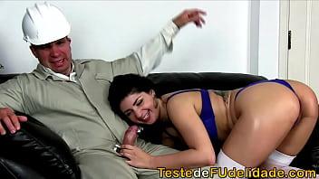 Putonas novinha fazendo anal com eletricista