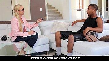 porno en español xxx de Teensloveblackcocks - blonde chick gets plundered by bbc athlete