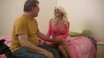 Видео блондинка сосет и глотает сперму