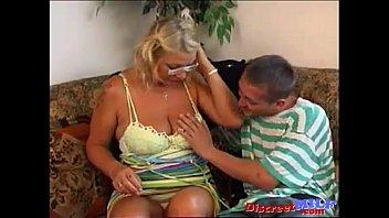 Ебёт русскую красивую мамашу