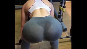 Ebony bodybuilder gets fuck