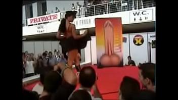 Festival erótico porno de Barcelona 2003 - Tania -Striptease integral xxx Thumb