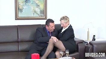 Порно фильм зрелых мамочек
