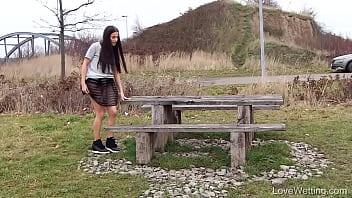 girl pissing outdoor