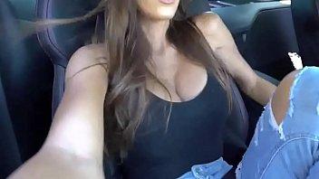 tetas muy sabrosas en el carro