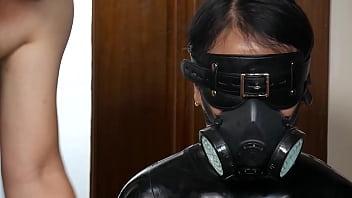 fx-tube.com Latex slave girl in the boxs