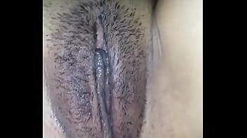 La moglie apre la vagina