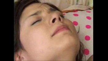 【巨乳】丹精な顔立ちしてる巨乳ハーフ美女が乳首を愛撫されてエロい表情で感じる