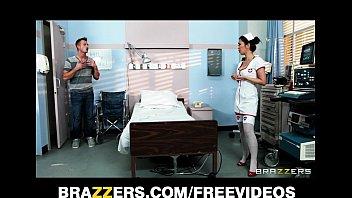 Медсестру китаянку трахают в анал видео