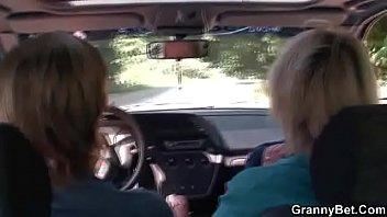 Мать показывает сыну порно видео