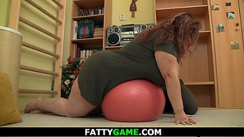 Huge ass plumper seduces fitness trainer