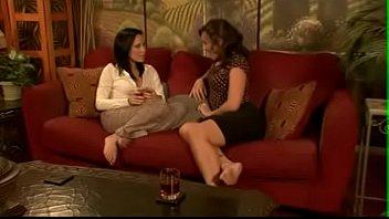 Порно видео лизбиянки соблазнила подругу