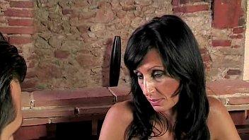 smotret-erotiku-italyanskie-mamochki-gigant-popa-video