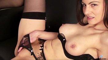 Порно онлайн тетя застукала племянницу