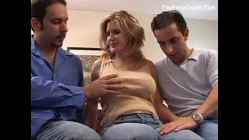 Отец с сыном ебут мать во все щели