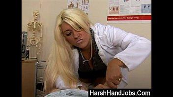 Barbii Bucxxx gives a harsh handjob