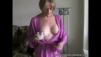 Видео секса с матерью на кухне