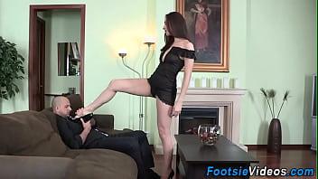 Babe gives sexy footjob