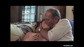 Смотреть груповое порно с старухами на смартфоне