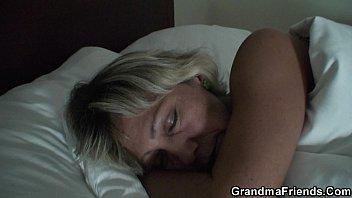 Порно видео сынок делает маме масаж