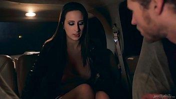 riley reid casada vagabunda traindo marido com o motorista do Uber