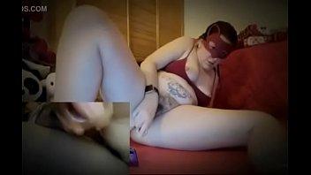 Una doppia inquadratura per uno squirting mozzafiato: non vorresti avere la tua testa sotto alle mie gambe?