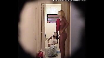 cacirc mera escondida em bordel grava video de garotas programa se preparando para noite