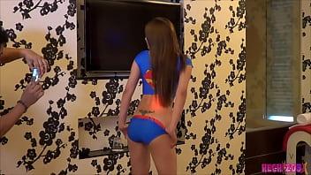 Nicole una chica adolscente con sexy cuerpo