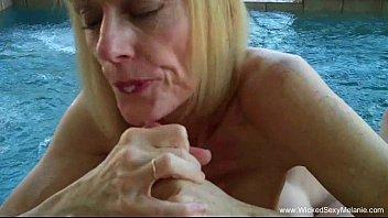 Мамашку в задницу онлайн