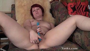 Yanks MILF Simone Katzen Fucks Her Hitachi