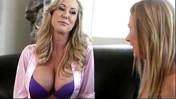 Порно молодую шпилят толпа жестко