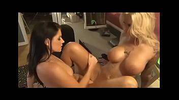 Duas mulheres trepando gostosinho até gozar