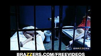 Блондинка подушка ласка видео лисбиянка