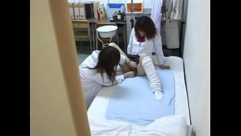 《レズ調教》女医がJKに診察風の調教レズプレイする動画が抜けるゾ♥