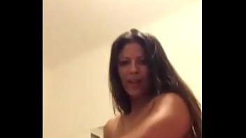 Mi t&iacute_a me manda video desnud&aacute_ndose