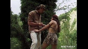 Grosso cazzo in culo per una ragazza dai capelli rossi sperduta nel